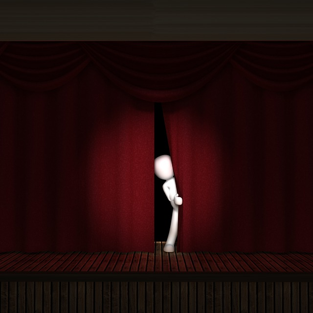 Robot speelt improvisatietheater