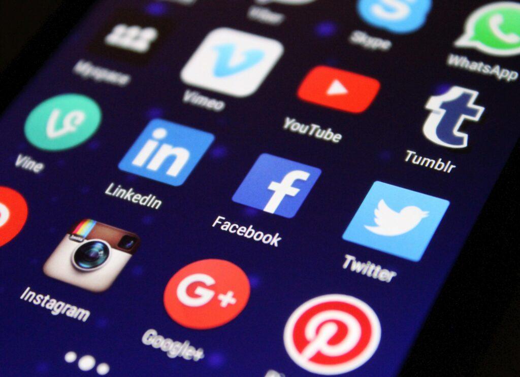 Les publications racistes sur les réseaux sociaux ont triplé depuis 2015