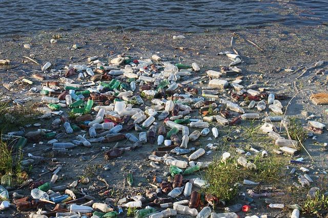 Hoogtechnologisch platform vist afval op uit de Schelde